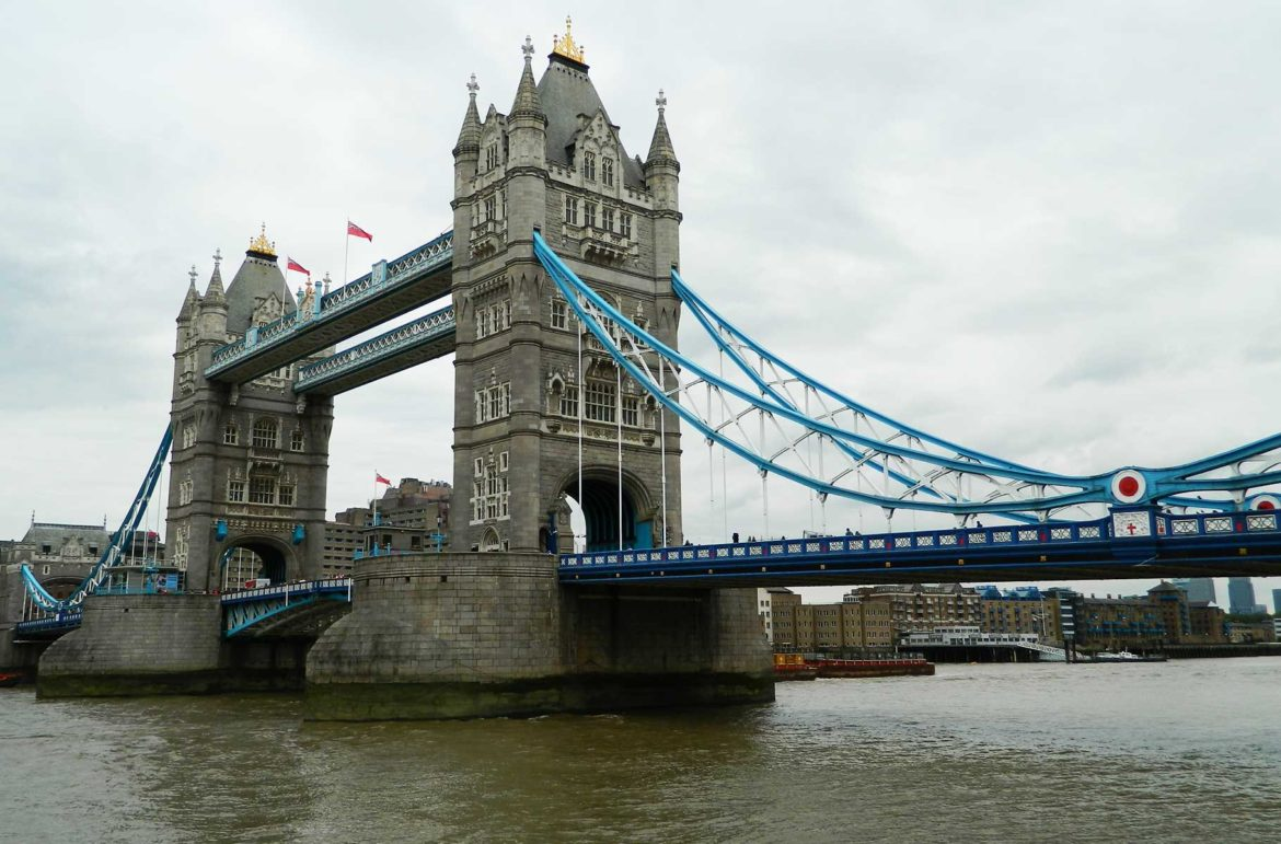 London Bridge, ou Ponte de Londres, vista da margem sul do Rio Tâmisa